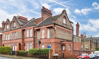 Flat to rent in Barcombe Avenue, London, SW2 3BA-View-1