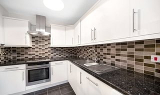 Flat to rent in Goulden House, Bullen Street, SW11 3HG-View-1
