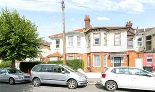 House to rent in Semley Road, Norbury, SW16 4PH-View-1