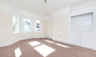 Flat Share to rent in Semley Road, Norbury, SW16 4PH-View-1