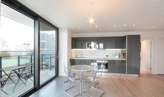 Flat to rent in St. Gabriel Walk, London, SE1 6FA-View-1
