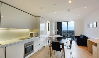 Flat to rent in Strata, 8 Walworth Road, SE1 6EG-View-1