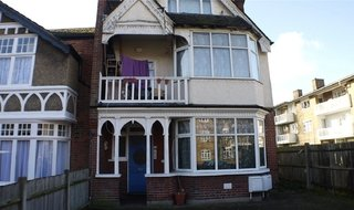Flat to rent in Thrale Road, Streatham, SW16 1NS-View-1