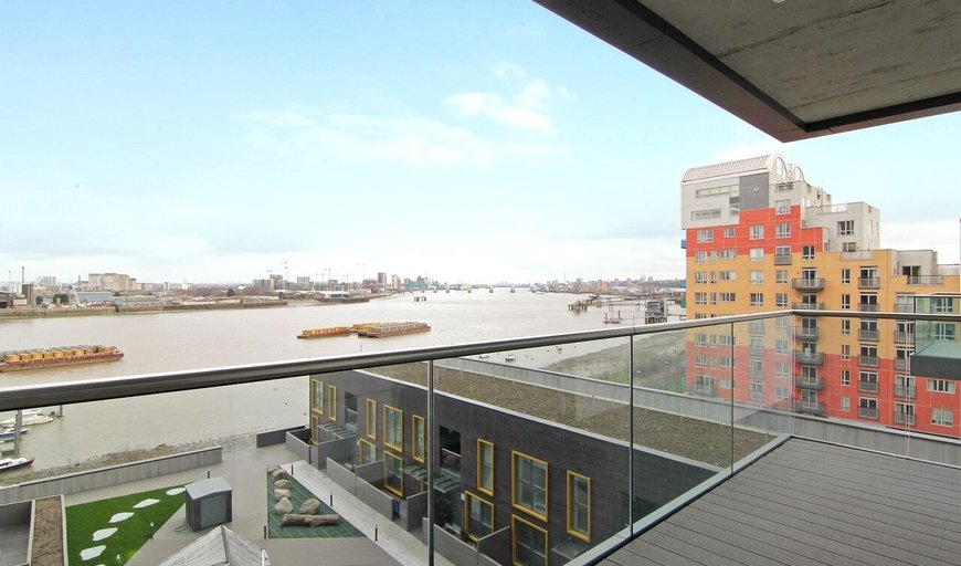 flat for sale in Bessemer Place, London, SE10 0GH-View-1