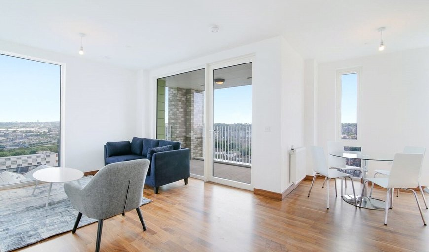 flat for sale in Gooch House, 2 Telcon Way, SE10 0XL-View-1