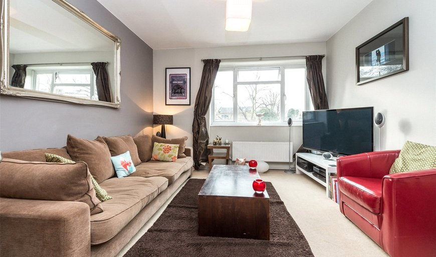 flat for sale in Hartington Court, Lansdowne Way, SW8 2ED-View-1