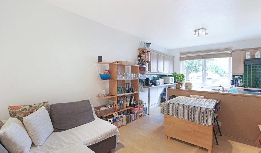 flat for sale in Havisham House, Scott Lidgett Crescent, SE16 4UY-View-1