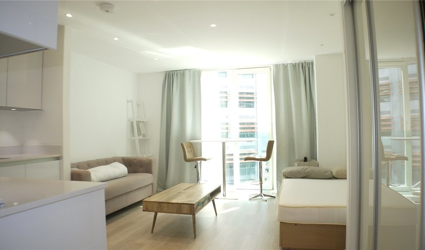 flat for sale in Pinnacle Apartments, 11 Saffron Central Square, CR0 2GE-View-1