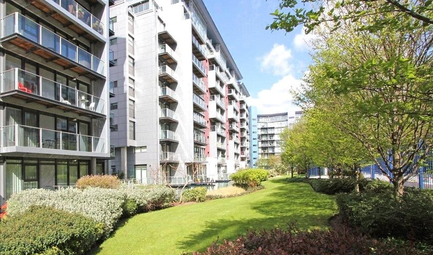 flat for sale in Queenstown Road, Battersea, SW8 4NR-View-1