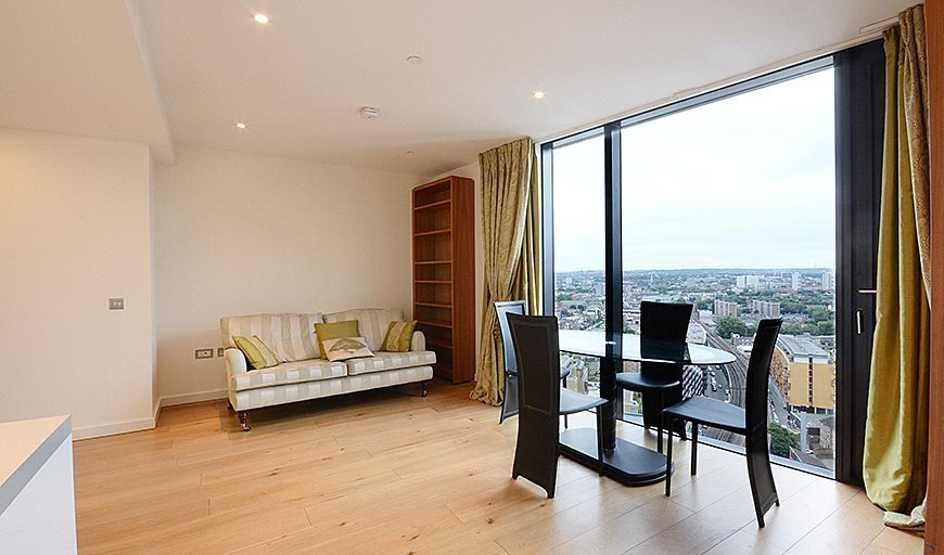 flat for sale in Walworth Rd, Elephant & Castle, SE1 6EH-View-1