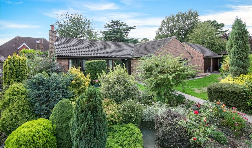 property for sale in Woodland Gardens, South Croydon, CR2 8PH-View-1