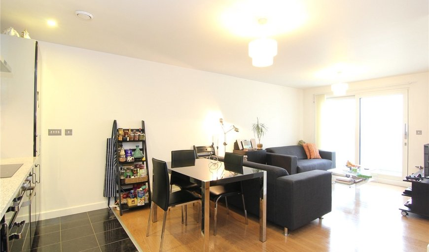 flat to rent in 25 Barge Walk, City Peninsula, SE10 0FP-View-1