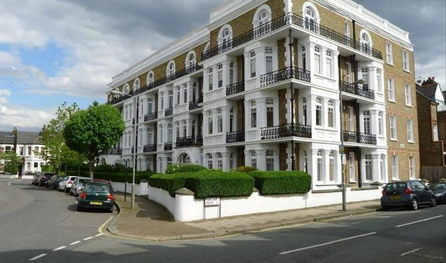 flat to rent in Avenue Mansions, Sisters Avenue, SW11 5SL-View-1