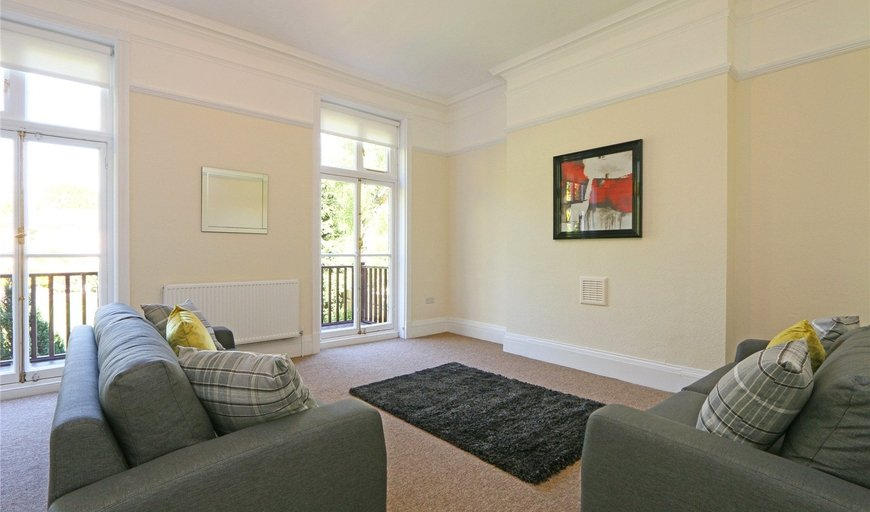 maisonette to rent in Blenkarne Road, London, SW11 6HZ-View-1