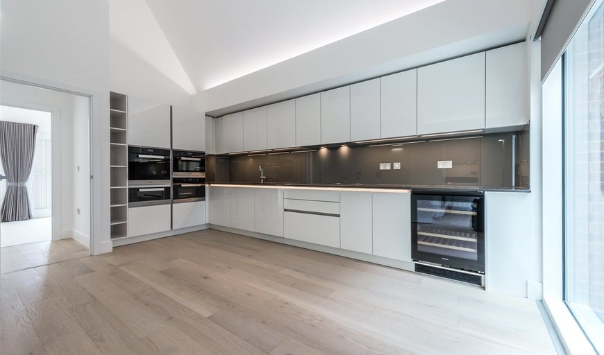 flat to rent in Central Avenue, London, SW6 2QE-View-1
