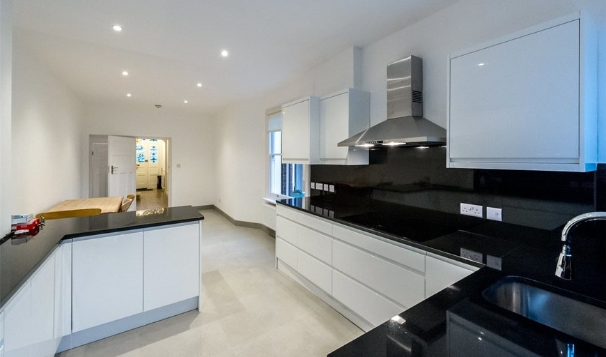 house to rent in Clapham Common West Side, London, SW4 9BD-View-1