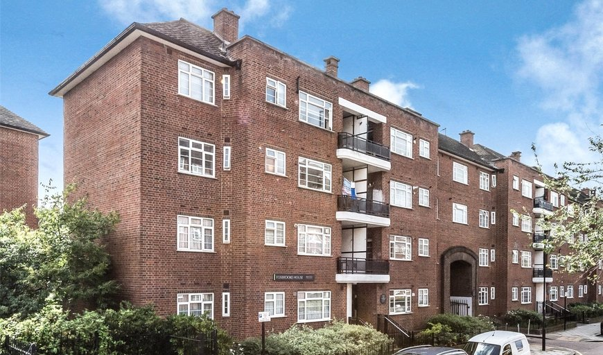 flat to rent in Fosbrooke House, Davidson Gardens, SW8 2XH-View-1