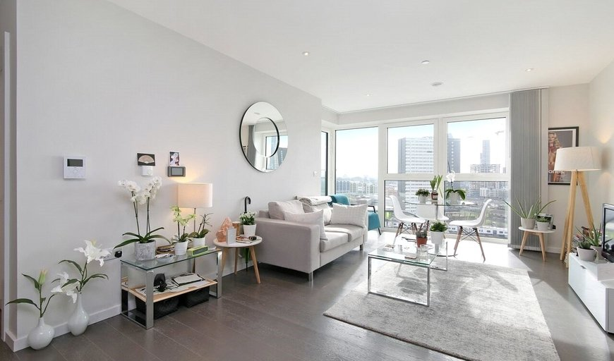 flat to rent in Glasshouse Gardens, London, E20 1HR-View-1