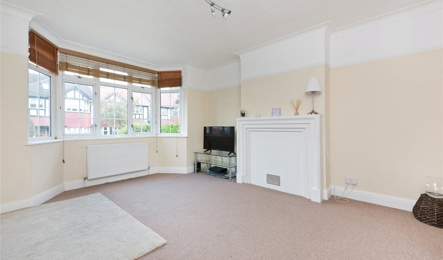 flat to rent in Gracefield Gardens, Streatham, SW16 2ST-View-1