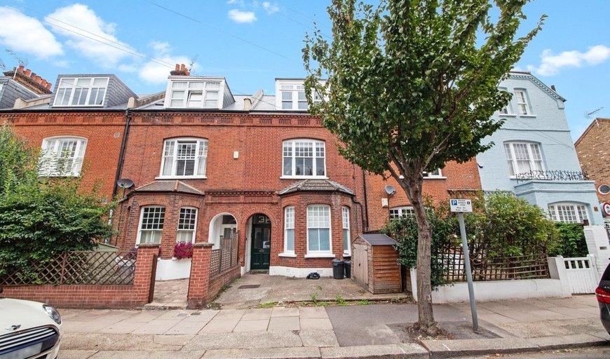flat to rent in Kersley Street, London, SW11 4PR-View-1
