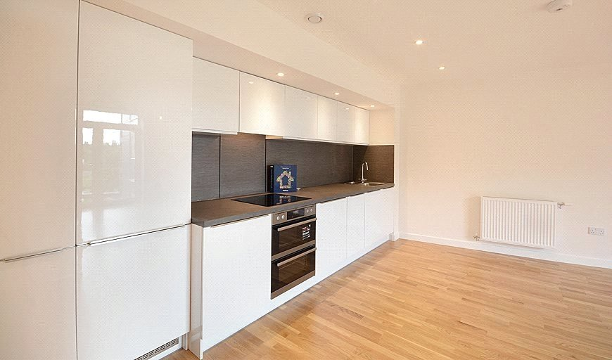 flat to rent in Lakeside Drive, , NW10 7FR-View-1