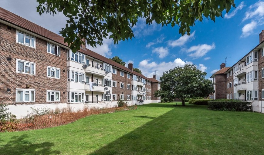 flat to rent in Parrington House, Oaklands Estate, SW4 8AH-View-1