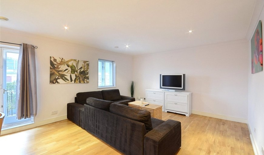 flat to rent in Russell Road, West Kensington, W14 8HW-View-1