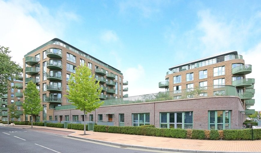 flat to rent in Tudway Road, London, SE3 9FR-View-1