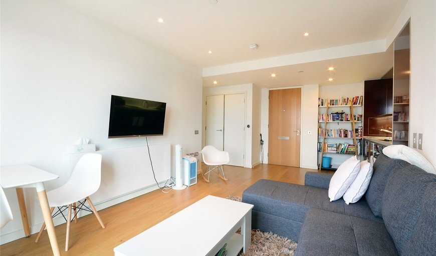 flat to rent in Walworth Road, London, SE1 6EJ-View-1