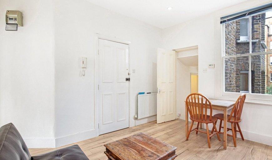 flat to rent in Warriner Gardens, London, SW11 4DU-View-1